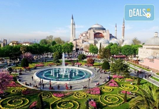 За Цветница се потопете в магията на Фестивала на лалето в Истанбул! 2 нощувки със закуски в хотел 3*, транспорт и програма - Снимка 2