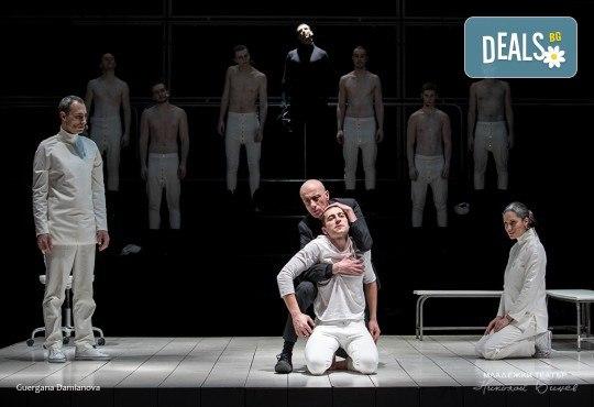 """Гледайте """"Еквус"""" - с награда """"Аскеер"""" 2017 за най-добро представление! На 21.03. от 19.00 ч. в Младежки театър, 1 билет - Снимка 1"""