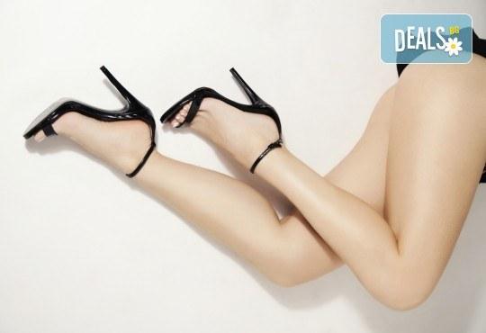 Дълготрайно обезкосмяване! IPL+RF фотоепилация за жени на цели крака в салон за красота Beauty Angel! - Снимка 1
