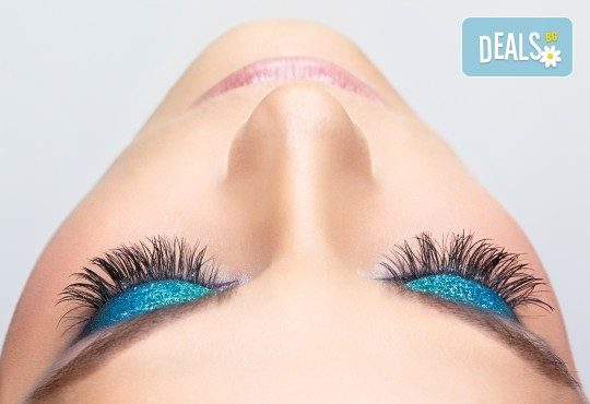 Пленяващ поглед! Сгъстяване и удължаване на мигли по метода косъм по косъм в салон за красота Queenberry! - Снимка 1