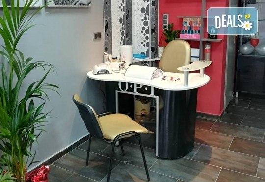 За кожа без несъвършенства! Почистване на лице с продукти на Profi Derm в салон за красота Cuatro! - Снимка 4