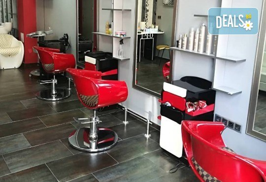 Подстригване и боядисване с боя на клиента, масажно измиване, маска според според нуждите на косата и оформяне със сешоар в салон за красота Cuatro! - Снимка 5