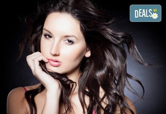 Подстригване, масажно измиване, нанасяне на маска според нуждите на косата и оформяне със сешоар в салон за красота Cuatro! - Снимка 2