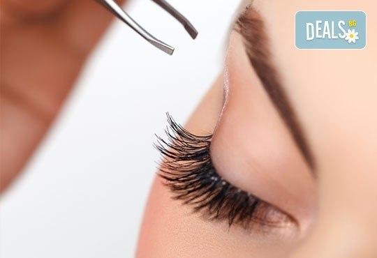 За съвършена визия! Почистване на лице и оформяне на вежди във фризьоро-козметичен салон Вили! - Снимка 3