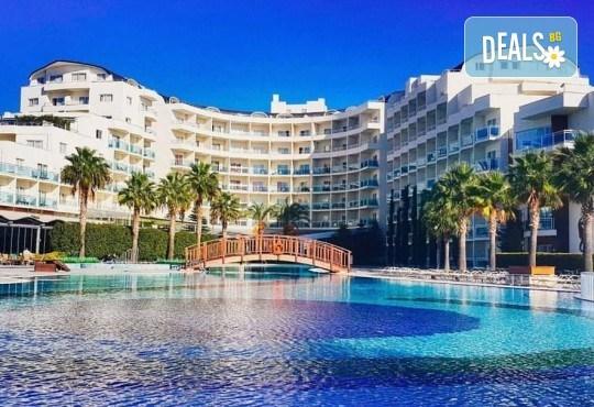 Почивка в Sealight Resort Hotel 5*, Кушадасъ, Турция! 5 или 7 нощувки на база Ultra All Inclusive, възможност за транспорт - Снимка 1