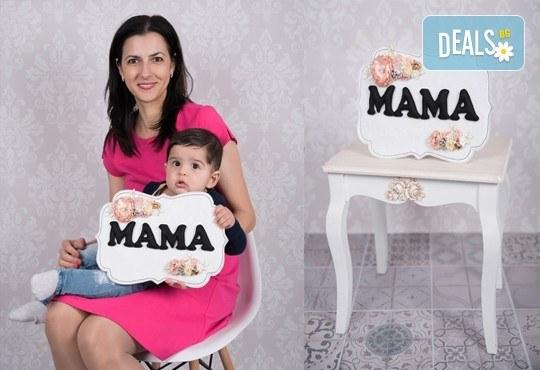 Професионална фотосесия за мама с детенце с красиви декори и аксесоари от GALLIANO PHOTHOGRAPHY! - Снимка 1
