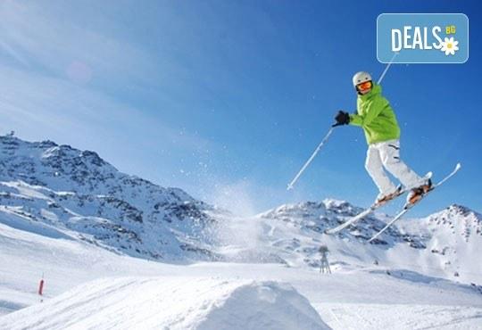 На ски в Боровец! Еднодневен наем на ски или сноуборд оборудване за възрастен или дете от Ски училище Hunters! - Снимка 2