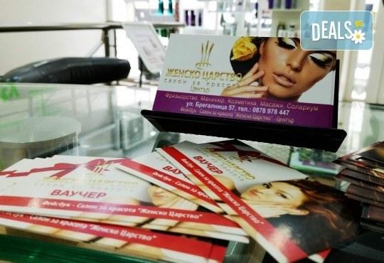 Полиране на коса, масажно измиване, терапия в 3 стъпки и изправяне с преса в салон Женско Царство, Център! - Снимка 6