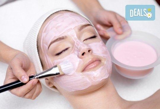 Почистване на лице с ултразвукова шпатула, вкарване на серум с ултразвук, нанасяне на маска с или без кислородна терапия по избор в Женско царство - Център /Хасиенда/ ! - Снимка 1