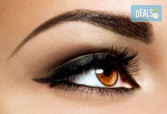 Приковаващи очи! Поставяне на 3D мигли от естествен косъм в салон за красота Женско царство - Център! - Снимка 3
