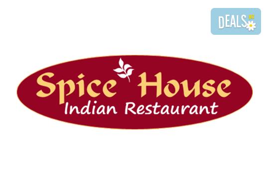 Салата и основно ястие по избор от цялото меню, чаша вино, традиционен индийски хляб и кана вода в индийски ресторант Spice House! - Снимка 11