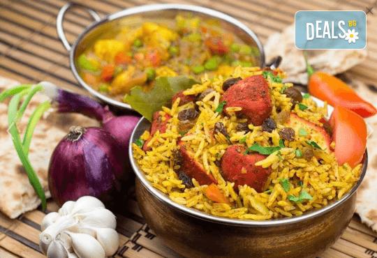 Салата и основно ястие по избор от цялото меню, чаша вино, традиционен индийски хляб и кана вода в индийски ресторант Spice House! - Снимка 2