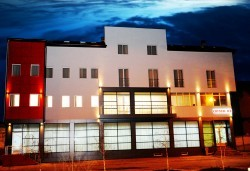 За Гергьовден в Hotel Crystal Ice 3*, Ниш, Сърбия! 2 нощувки със закуски и 1 вечеря, транспорт, посещение на Темски и Суковски манастир - Снимка