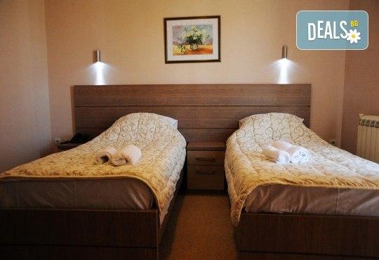 За Гергьовден в Hotel Crystal Ice 3*, Ниш, Сърбия! 2 нощувки със закуски и 1 вечеря, транспорт, посещение на Темски и Суковски манастир - Снимка 3