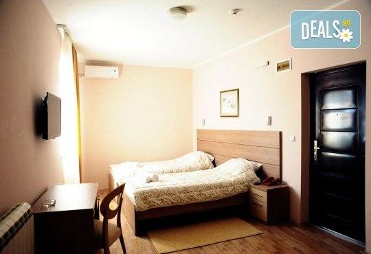 За Гергьовден в Hotel Crystal Ice 3*, Ниш, Сърбия! 2 нощувки със закуски и 1 вечеря, транспорт, посещение на Темски и Суковски манастир - Снимка 4