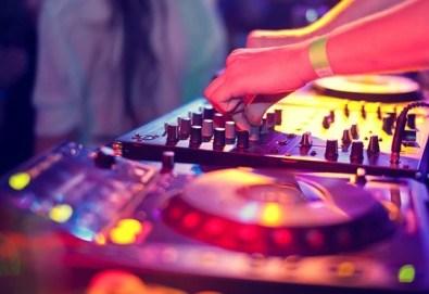 DJ / дисководещ за вашия абитуриентски бал, сватба или друго събитие, на място по ваш избор, от Парти агенция Естер Евент! - Снимка