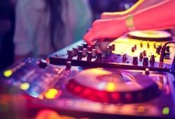 За Вас, абитуриенти! До 5 часа DJ и озвучаване за парти по всеки повод, от Парти агенция Естер Евент! - Снимка