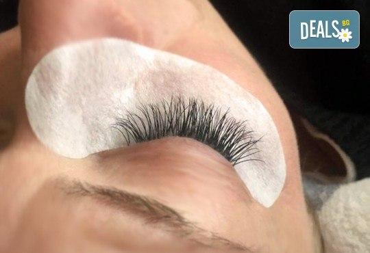 Пленителни очи! Поставяне на копринени мигли луксозен клас Magic lashes по метода косъм по косъм от Студио Vess Nails! - Снимка 3