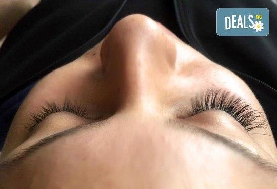 Пленителни очи! Поставяне на копринени мигли луксозен клас Magic lashes по метода косъм по косъм от Студио Vess Nails! - Снимка 2