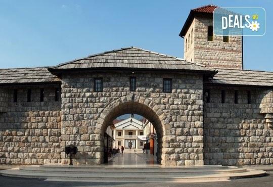 Есенна екскурзия до приказния свят на Кустурица! 2 нощувки със закуски, транспорт посещение на Вишеград, Каменград и Дървенград - Снимка 3
