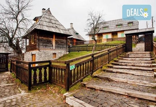 Есенна екскурзия до приказния свят на Кустурица! 2 нощувки със закуски, транспорт посещение на Вишеград, Каменград и Дървенград - Снимка 4