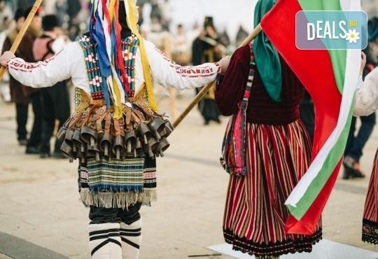 Усетете магията на българския танц! 3 посещения за на народни танци за деца и тийнейджъри или възрастни в Dance Center Fantasia! - Снимка 1