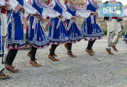 Усетете магията на българския танц! 3 посещения за на народни танци за деца и тийнейджъри или възрастни в Dance Center Fantasia! - Снимка 2