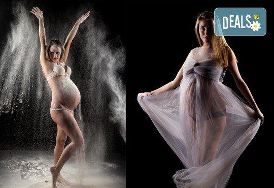 60-минутна фотосесия за бременни в студио с включени аксесоари, дрехи и ефекти + обработка на всички заснети кадри, от Chapkanov photography! - Снимка 3