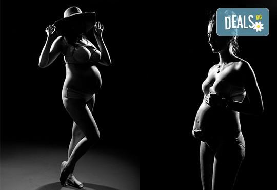 60-минутна фотосесия за бременни в студио с включени аксесоари, дрехи и ефекти + обработка на всички заснети кадри, от Chapkanov photography! - Снимка 5