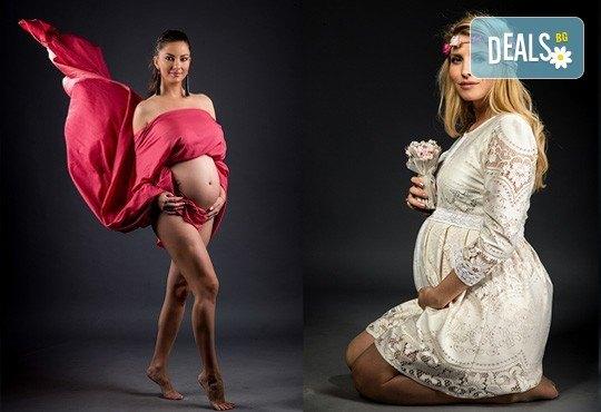 60-минутна фотосесия за бременни в студио с включени аксесоари, дрехи и ефекти + обработка на всички заснети кадри, от Chapkanov photography! - Снимка 6