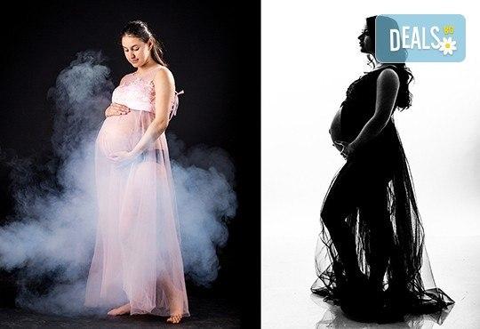 60-минутна фотосесия за бременни в студио с включени аксесоари, дрехи и ефекти + обработка на всички заснети кадри, от Chapkanov photography! - Снимка 13