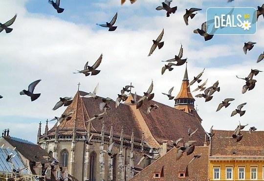 Румъния отблизо! Екскурзия до Синая, Брашов, Букурещ на дата по избор, с България Травел! 2 нощувки със закуски,транспорт и посещение на замъците Бран и Пелеш - Снимка 6