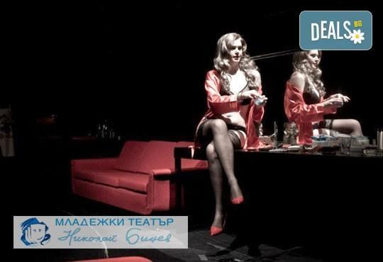 Гледайте Влади Люцканов и Койна Русева в Часът на вълците, на 27.04. от 19 ч, в Младежкия театър, голяма сцена, 1 билет - Снимка 1