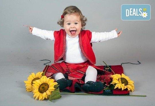Професионална детска или семейна фотосесия по избор, в студио или външна и обработка на всички заснети кадри от Chapkanov Photography! - Снимка 2