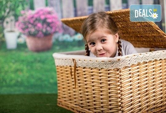 Професионална детска или семейна фотосесия по избор, в студио или външна и обработка на всички заснети кадри от Chapkanov Photography! - Снимка 3