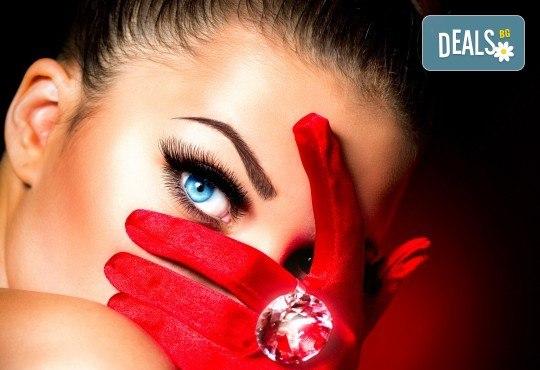 Пленителни очи! Поставяне на мигли по метода косъм по косъм в салон за красота Noni Style! - Снимка 1