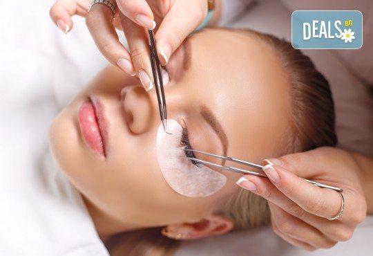 Пленителни очи! Поставяне на мигли по метода косъм по косъм в салон за красота Noni Style! - Снимка 2