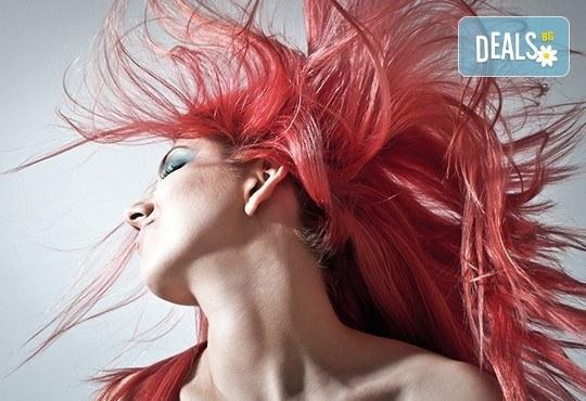 Боядисване с италианска професионална боя FARMAVITA, маска за запазване на цвета и прическа със сешоар, в Салон Визия и Стил, Пловдив! - Снимка 1