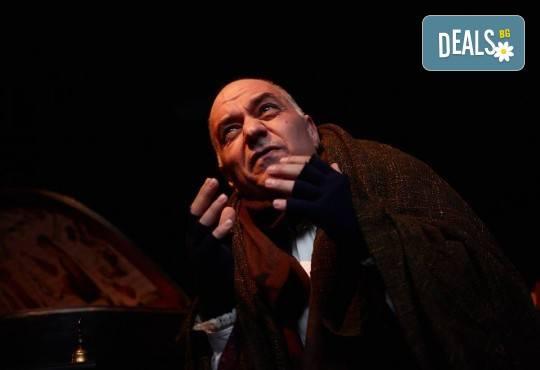 Гледайте спектакъла Амадеус с Георги Кадурин на 5-ти април (четвъртък) от 19 часа в Нов театър - НДК! - Снимка 7