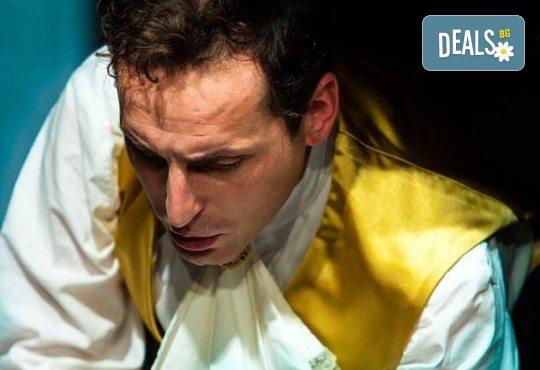 Гледайте спектакъла Амадеус с Георги Кадурин на 5-ти април (четвъртък) от 19 часа в Нов театър - НДК! - Снимка 5
