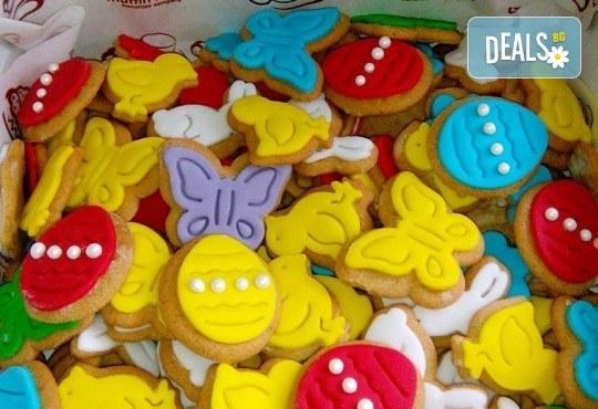 Празничен сет Великденско парти! 80 великденски курабии - пиленца, зайчета, моркови, пеперуди и др., бели топки с кокос, мъфини с шоколад и портокал, еклери с крем от Muffin House! - Снимка 2
