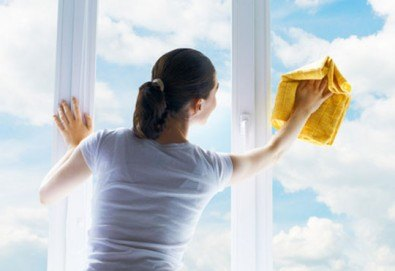 За да блести домът Ви от чистота! Измиване на прозорци на апартаменти или офис сгради от 60 до 100 кв.м. от Клийн Хоум! - Снимка