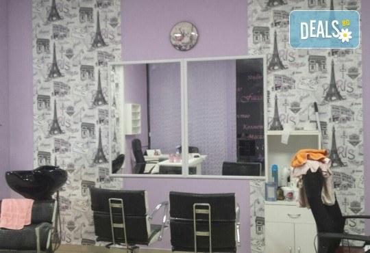 Цвят и дълготрайност! Маникюр с гел лак, 2 декорации и бонус: сваляне на стар гел лак в New faces-beauty studio! - Снимка 6