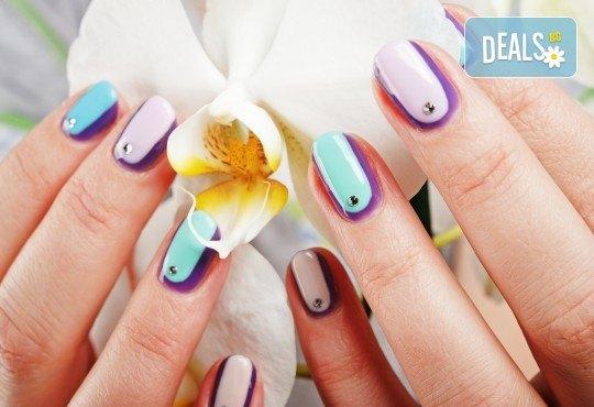 Красив маникюр! Изграждане с гел, маникюр с BlueSky, 4 декорации или камъчета, пилинг и масаж на ръцете в New faces-beauty studio! - Снимка 2