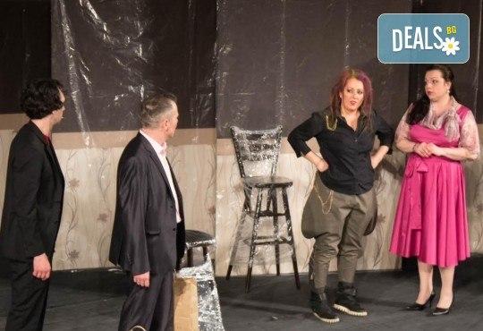Щура комедия с Милица Гладнишка! Гледайте Брачни безумия, на 14.04. от 19ч. в Театър Сълза и Смях, билет за един - Снимка 9