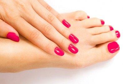 Перфектни ръце и крака! Маникюр или педикюр с BlueSky, 2 декорации и масаж на длани и ходила в салон за красота Женско Царство в Студентски град! - Снимка
