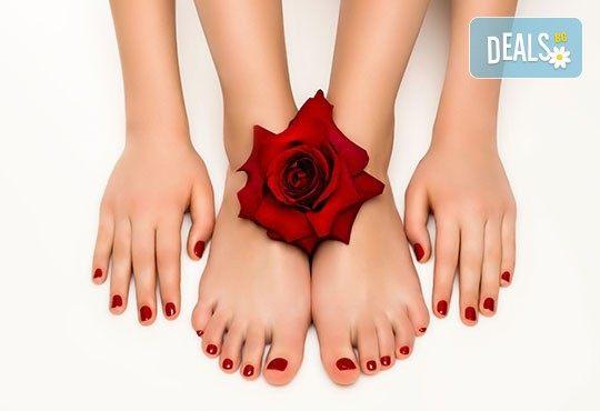 Перфектни ръце и крака! Маникюр или педикюр с BlueSky, 2 декорации и масаж на длани и ходила в салон за красота Женско Царство в Студентски град! - Снимка 3