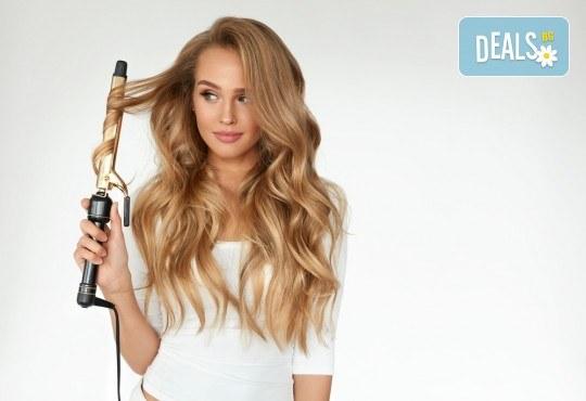 Удължаване и сгъстяване на коса чрез 100% естествени екстеншъни в салон Женско Царство в Центъра или Студентски град! - Снимка 2
