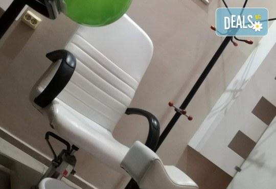 Иновативна фотон лазер терапия за коса с ботокс, хиалурон, кератин, арган, измиване, флуид с инфраред преса и оформяне със сешоар в Женско царство в Центъра! - Снимка 4
