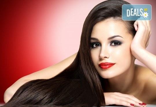 Възстановяваща терапия на Matrix - Bond Ultim8 за боядисана, изсветлена и третирана коса и подарък: оформяне със сешоар в Женско царство в Центъра или Студентски град - Снимка 1